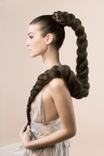 Красивые прически для женщин с длинными волосами